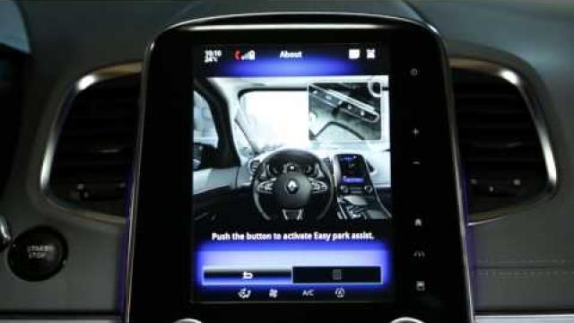 Jak přehrát vzdělávací video o softwaru parkovacího asistenta dostupné v kontextové nabídce?