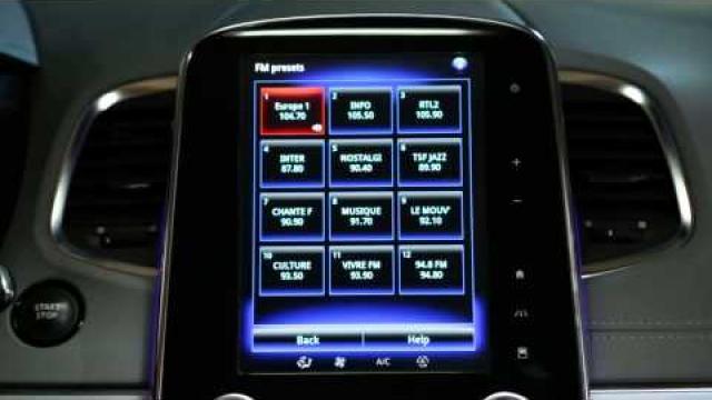 Jak pomocí hlasového ovládání vybrat rádiovou stanici?